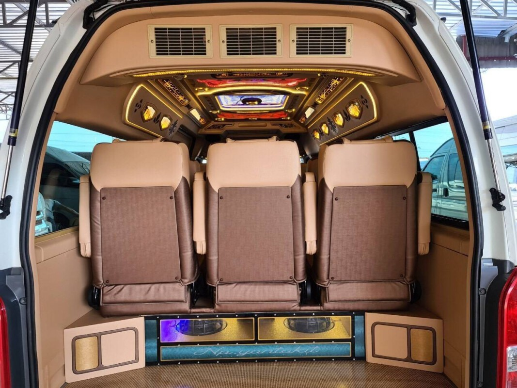 รถตู้ให้เช่าเหมา.com บริการเช่าเหมารถตู้ VIP 8 ที่นั่ง 10-13 ที่นั่ง พร้อมคนขับ (62)